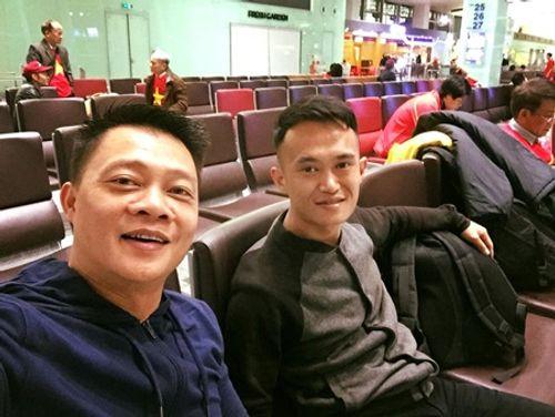 Bình Minh, Quyền Linh, Hoàng Bách đầy khí thế lên đường cổ vũ U23 Việt Nam - Ảnh 6