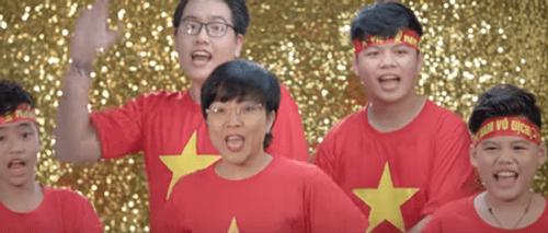 Clip: Chính thức ra mắt MV cổ vũ U23 Việt Nam của danh thủ Hồng Sơn và dàn sao Việt - Ảnh 2