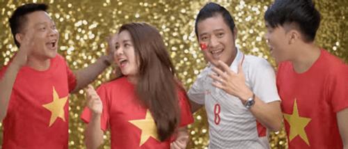 Clip: Chính thức ra mắt MV cổ vũ U23 Việt Nam của danh thủ Hồng Sơn và dàn sao Việt - Ảnh 3