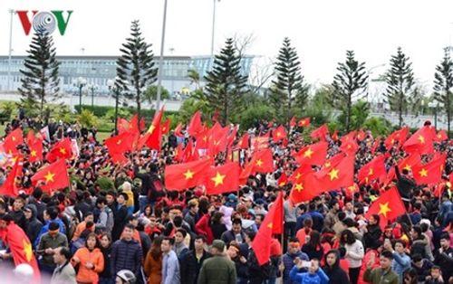 Lễ chào mừng U23 Việt Nam: Các cầu thủ lên xe bus diễu hành - Ảnh 27