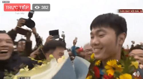 Lễ chào mừng U23 Việt Nam: Các cầu thủ lên xe bus diễu hành - Ảnh 18
