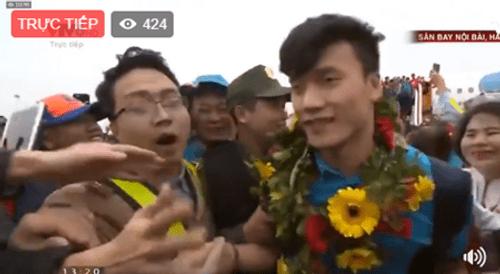 Lễ chào mừng U23 Việt Nam: Các cầu thủ lên xe bus diễu hành - Ảnh 19