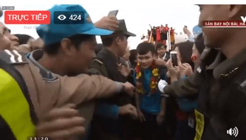 Lễ chào mừng U23 Việt Nam: Các cầu thủ lên xe bus diễu hành - Ảnh 20