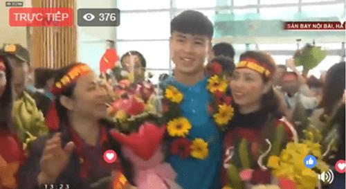 Lễ chào mừng U23 Việt Nam: Các cầu thủ lên xe bus diễu hành - Ảnh 12