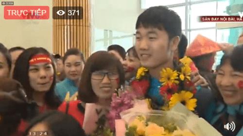 Lễ chào mừng U23 Việt Nam: Các cầu thủ lên xe bus diễu hành - Ảnh 13
