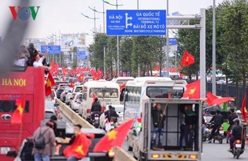 Lễ chào mừng U23 Việt Nam: Các cầu thủ lên xe bus diễu hành - Ảnh 26