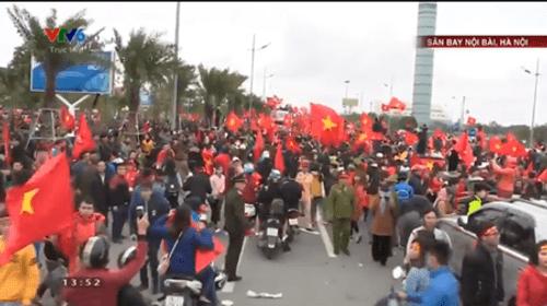 Lễ chào mừng U23 Việt Nam: Các cầu thủ lên xe bus diễu hành - Ảnh 11