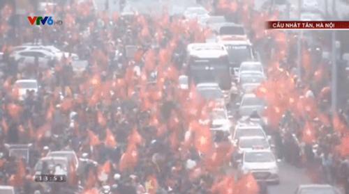 Lễ chào mừng U23 Việt Nam: Các cầu thủ lên xe bus diễu hành - Ảnh 9