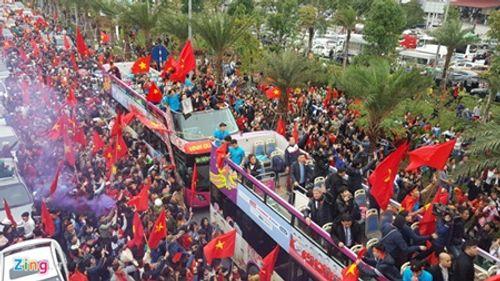 Lễ chào mừng U23 Việt Nam: Các cầu thủ lên xe bus diễu hành - Ảnh 6