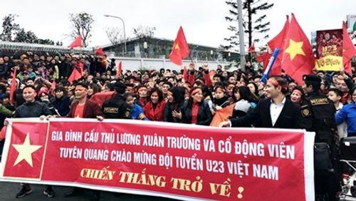 Lễ chào mừng U23 Việt Nam: Các cầu thủ lên xe bus diễu hành - Ảnh 23