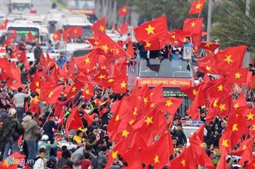 Lễ chào mừng U23 Việt Nam: Các cầu thủ lên xe bus diễu hành - Ảnh 2