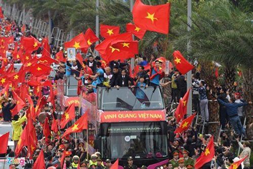 Lễ chào mừng U23 Việt Nam: Các cầu thủ lên xe bus diễu hành - Ảnh 3