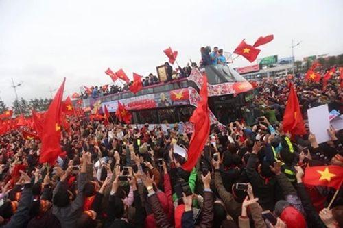 Lễ chào mừng U23 Việt Nam: Các cầu thủ lên xe bus diễu hành - Ảnh 4