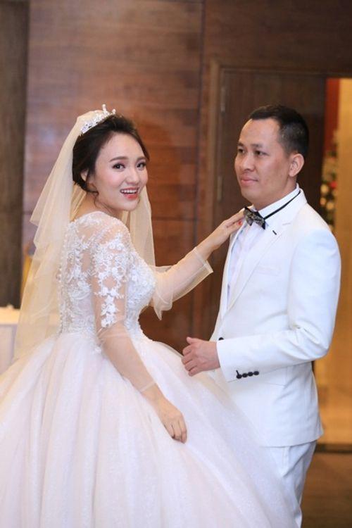 Điểm lại loạt đám cưới đình đám nhất của showbiz Việt năm 2017 - Ảnh 6