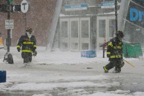 Loạt ảnh bão tuyết, giá lạnh kỷ lục ở nước Mỹ - Ảnh 2