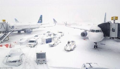 Loạt ảnh bão tuyết, giá lạnh kỷ lục ở nước Mỹ - Ảnh 6