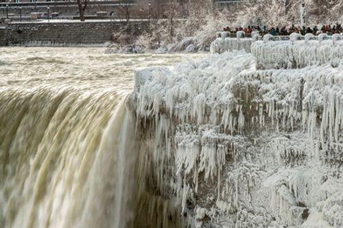 Loạt ảnh bão tuyết, giá lạnh kỷ lục ở nước Mỹ - Ảnh 8
