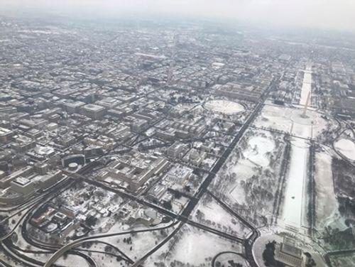Loạt ảnh bão tuyết, giá lạnh kỷ lục ở nước Mỹ - Ảnh 1