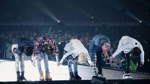 """SHINee trở lại sân khấu sau khi Jonghyun qua đời: """"Anh ấy luôn dõi theo chúng ta!"""" - Ảnh 2"""