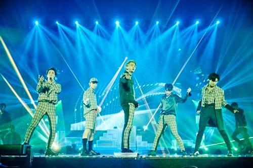 """SHINee trở lại sân khấu sau khi Jonghyun qua đời: """"Anh ấy luôn dõi theo chúng ta!"""" - Ảnh 1"""