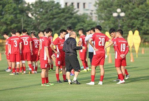 Bùi Tiến Dũng nói về sự vắng mặt của Văn Thanh tại AFF Cup 2018 - Ảnh 1