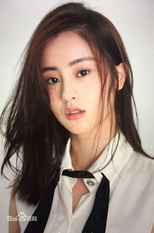 Nàng Tiểu Long Nữ mới nhất của Kim Dung: Nhan sắc thoát tục, khí chất thơ ngây - Ảnh 14