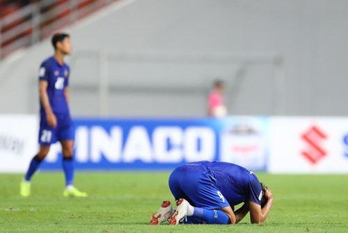Cầu thủ Thái Lan bật khóc nói lời xin lỗi khán giả vì đá hỏng phạt đền - Ảnh 1