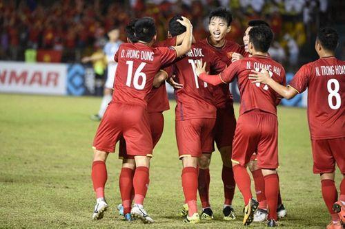 Tuyển Việt Nam lên đường sang Malaysia đá chung kết trong chiều 7/12 - Ảnh 1