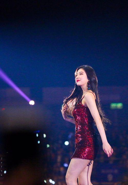Những khoảnh khắc thời trang ấn tượng của sao Hàn trong năm 2017 - Ảnh 7