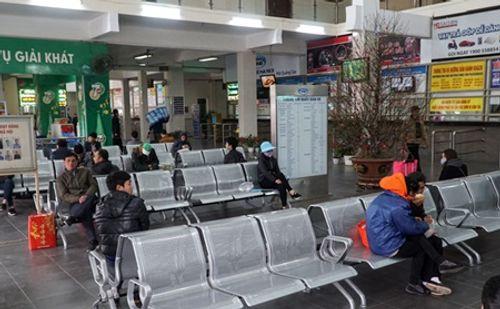 Hà Nội: Ngỡ ngàng bến xe vắng khách ngày cận Tết - Ảnh 3
