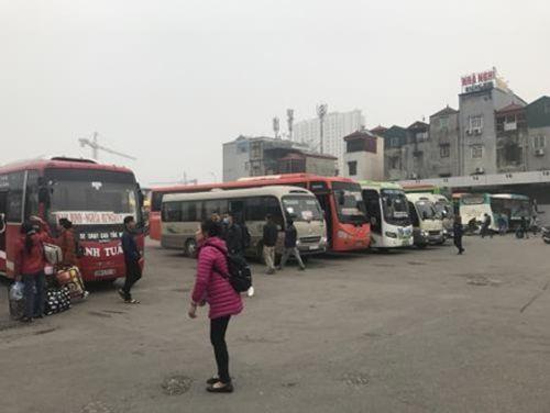 Hà Nội: Ngỡ ngàng bến xe vắng khách ngày cận Tết - Ảnh 4