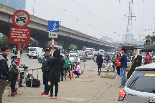 Hà Nội: Ngỡ ngàng bến xe vắng khách ngày cận Tết - Ảnh 7