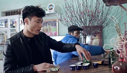 Dàn cầu thủ U23 đón Tết: Làm từ thiện, ra chợ bán thịt lợn giúp mẹ - Ảnh 1