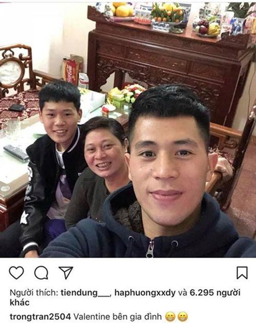 Dàn cầu thủ U23 đón Tết: Làm từ thiện, ra chợ bán thịt lợn giúp mẹ - Ảnh 9