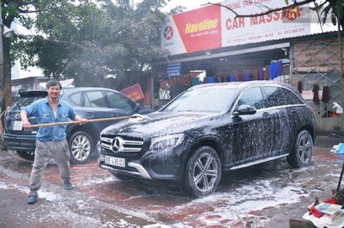 Dịch vụ rửa xe ngày 30 Tết: Đắt hơn nhiều lần khách vẫn vui vẻ chấp nhận - Ảnh 1