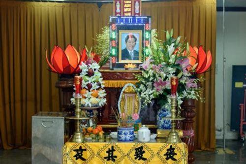 Người thân, đồng nghiệp nghẹn ngào tiễn đưa nghệ sĩ Nguyễn Hậu - Ảnh 1