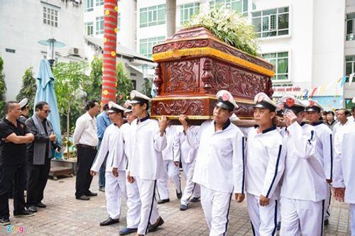 Người thân, đồng nghiệp nghẹn ngào tiễn đưa nghệ sĩ Nguyễn Hậu - Ảnh 9