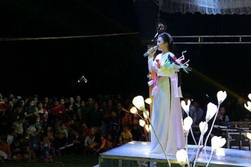"""Hà Tĩnh đón năm mới """"Ấm tình quê hương"""" - Ảnh 8"""