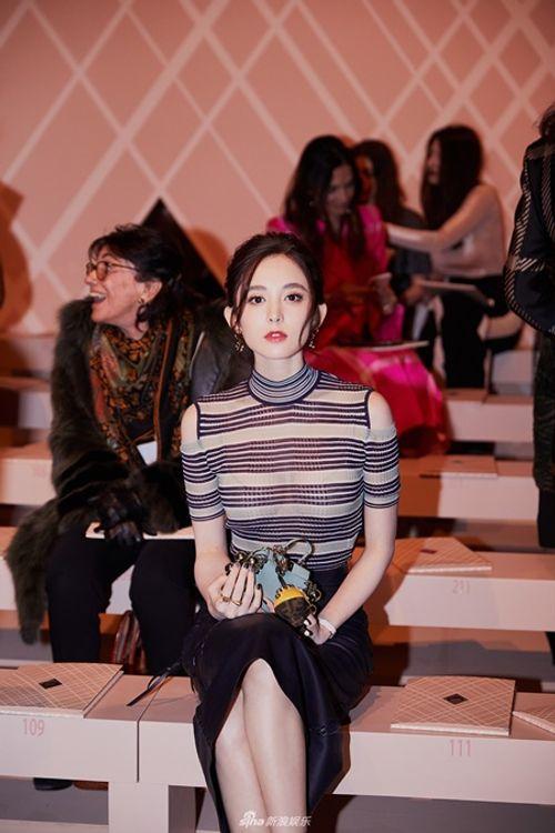 Kim Hee Sun - Cổ Lực Na Trát rạng rỡ, tỏa sáng như hai chị em sinh đôi - Ảnh 5