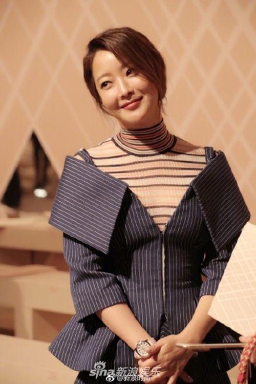 Kim Hee Sun - Cổ Lực Na Trát rạng rỡ, tỏa sáng như hai chị em sinh đôi - Ảnh 2