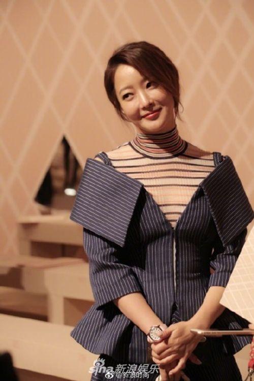 Kim Hee Sun - Cổ Lực Na Trát rạng rỡ, tỏa sáng như hai chị em sinh đôi - Ảnh 3