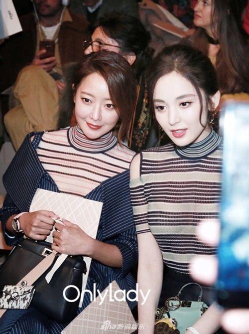 Kim Hee Sun - Cổ Lực Na Trát rạng rỡ, tỏa sáng như hai chị em sinh đôi - Ảnh 1