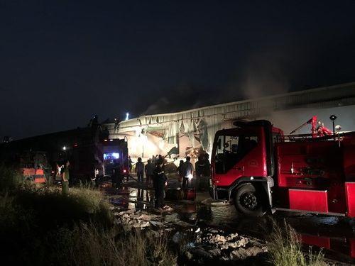 TP.HCM: Cháy lớn kho giấy gần 2.000m² ở Quận 7 - Ảnh 1