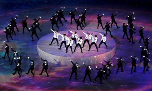 Clip: Màn trình diễn lịch sử của EXO và CL tại lễ bế mạc Olympic 2018 - Ảnh 5