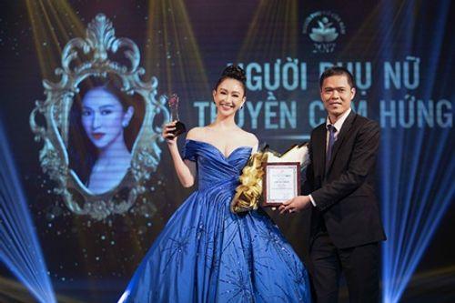 Hà Thu mặc đầm thi Miss Earth 2017 nhận giải Người phụ nữ truyền cảm hứng của năm - Ảnh 5