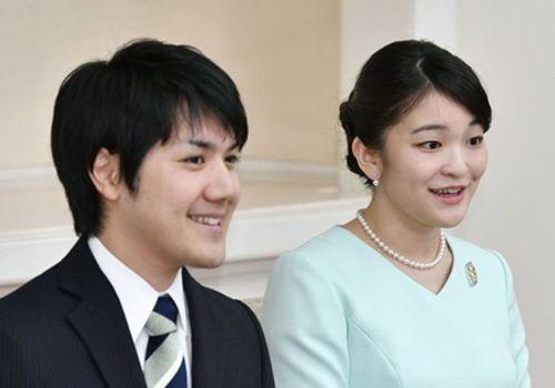 Công chúa Nhật Bản bất ngờ thông báo hoãn đám cưới 2 năm - Ảnh 1