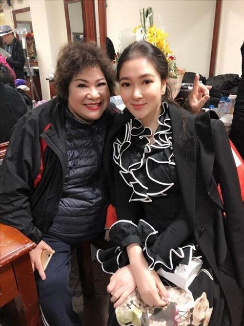 """Hoa hậu Nguyễn Thị Huyền bất ngờ tái xuất với gương mặt """"khác lạ"""" - Ảnh 2"""