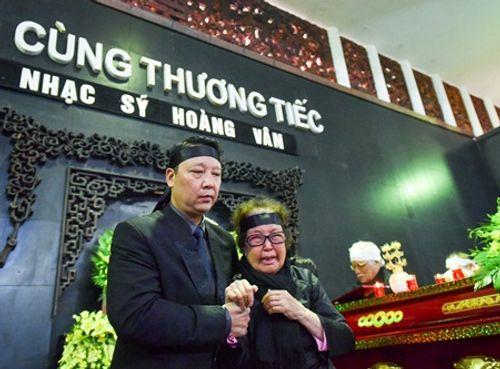 Gia đình, đồng nghiệp nghẹn ngào đưa tiễn nhạc sĩ Hoàng Vân - Ảnh 1