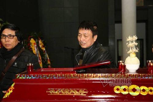 Gia đình, đồng nghiệp nghẹn ngào đưa tiễn nhạc sĩ Hoàng Vân - Ảnh 6