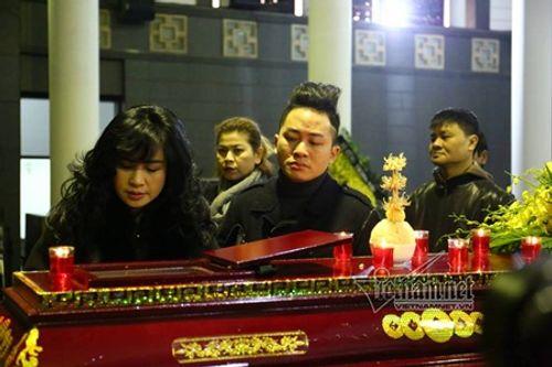 Gia đình, đồng nghiệp nghẹn ngào đưa tiễn nhạc sĩ Hoàng Vân - Ảnh 7